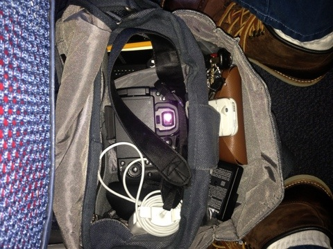 Travel photography tip: carry a shoulder bag to the airport